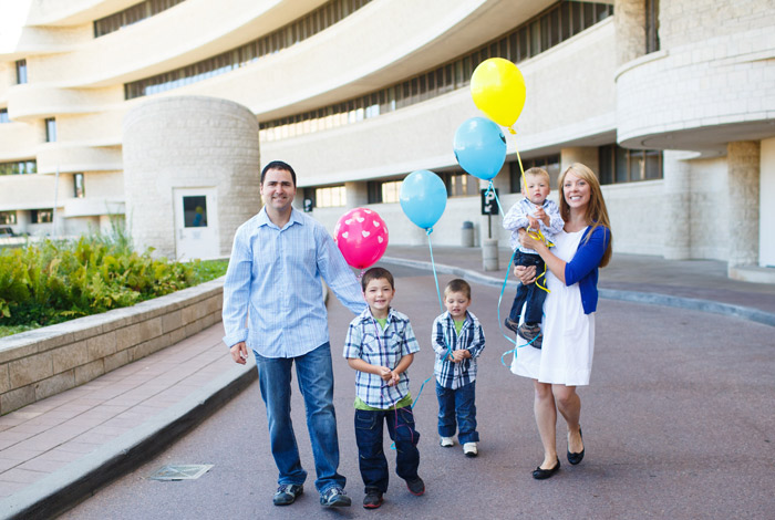Canadian-Museum-of-Civilization-Ottawa-Family-Photographer-Colorful-Balloons