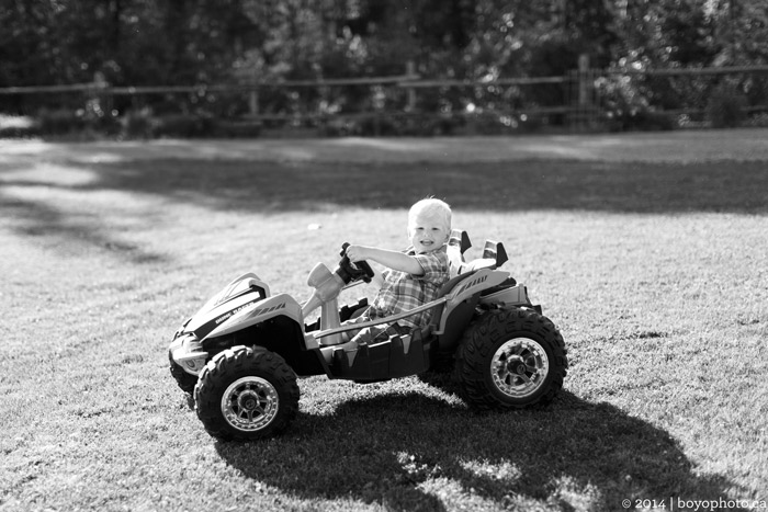 Arnprior-Ontario-Family-Photographer-Toddler-Car-Boyo-Photography