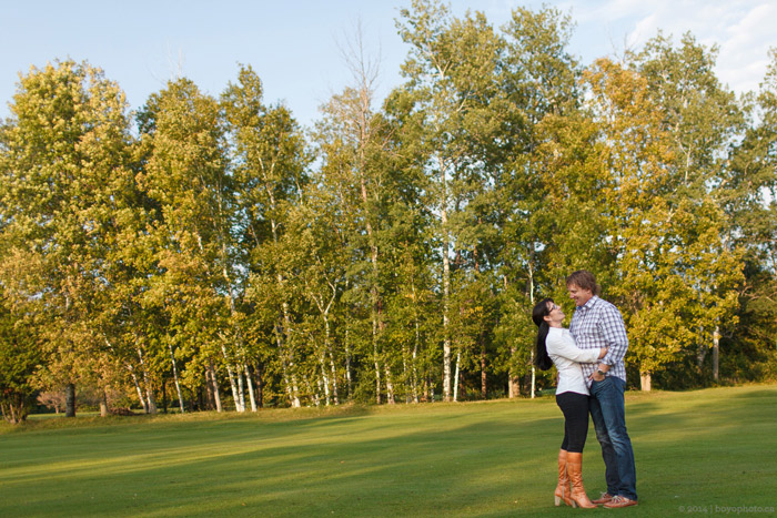 Smiths-Falls-Engagement-Session-on-a-golf-course
