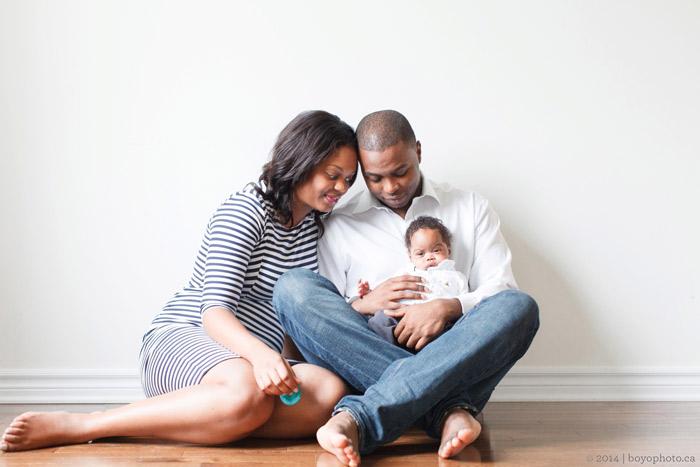 Happy-family-with-new-born-by-boyo-photography