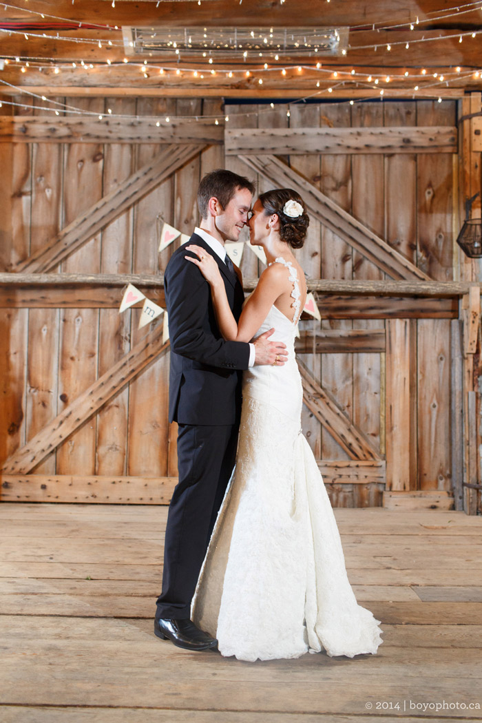 ottawa-first-dance-in-a-barn-herb-garden