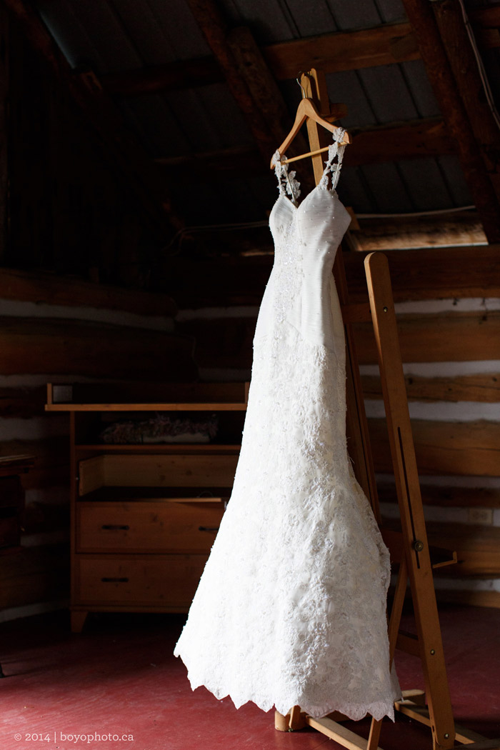 Simple-Wedding-Dress-Ottawa-Herb-Garden-Almonte-ontario