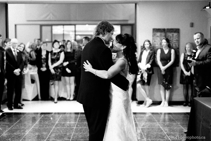 bride-and-groom-first-dance-by-boyo-photography