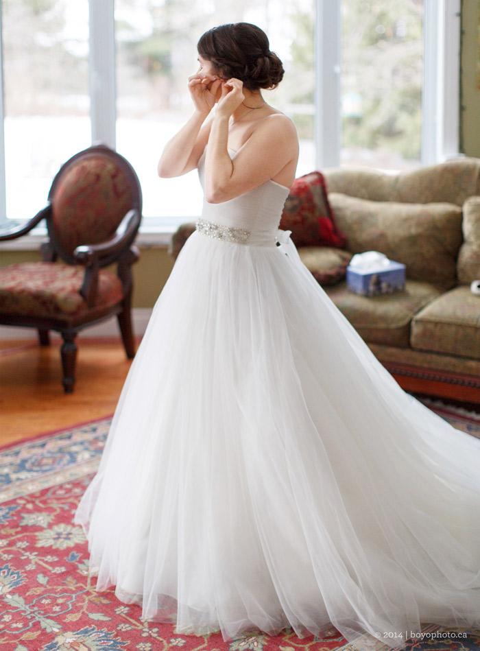 bride-getting-ready-for-ottawa-wedding-boyo-photography